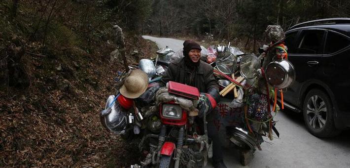大山里的摩托货郎