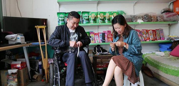80后岚皋妹子照顾瘫痪老公20年