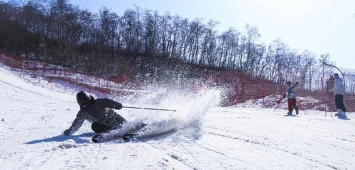 滑雪是一项有趣好玩的运动,你一定不能错过