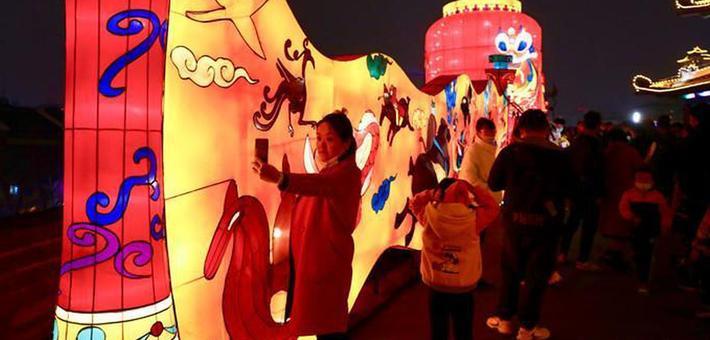 正月十五闹花灯 古城西安新春灯展年味浓