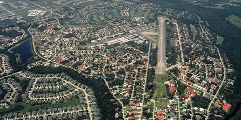 全球最土豪乡镇:家家有飞机 遛狗都是开飞机