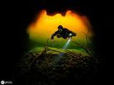 水下洞穴美景 色彩斑斓犹如彩虹绚烂夺目