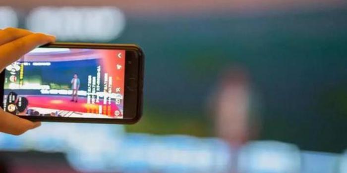"""""""出逃""""直播的网红,如何在短视频江湖继续吸金?"""