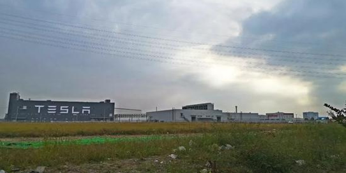 探访特斯拉上海工厂:仍在招工 生产线进行最后调试