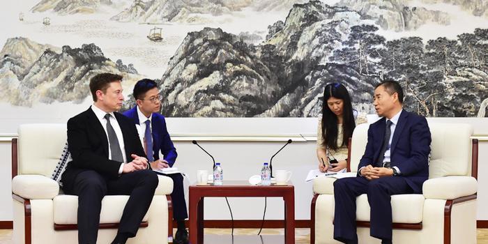 工信部副部长辛国斌会见马斯克 洽谈上海工厂等议题