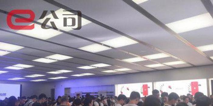 史上最强对决!iPhone11狂排队,华为Mate30预售火爆