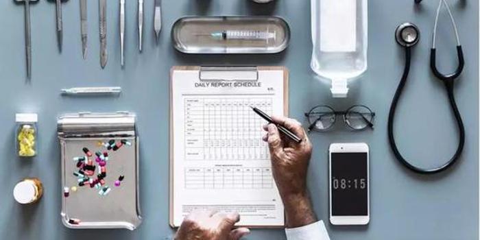 每天6小時,月入3000塊,醫學科普是這樣編出來的
