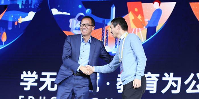 俞敏洪、张邦鑫同台对话:竞争最好方式是向对手学习