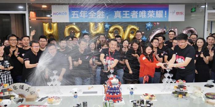 荣耀公布618战报:称获得四大平台销量/销售额冠军