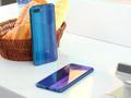 荣耀10手机图赏:3D光刻玻璃与渐变色的碰撞