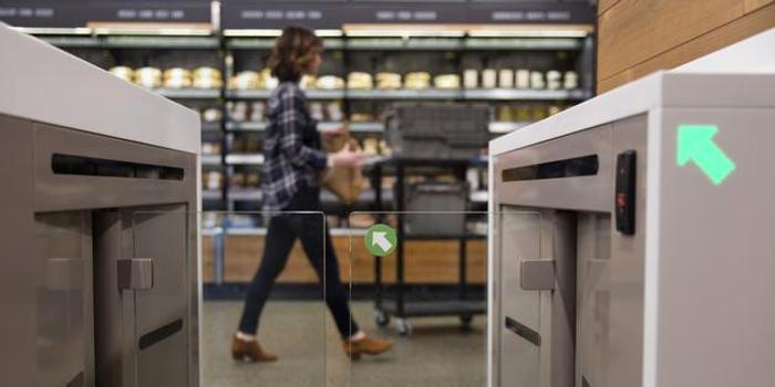 彭博:无现金零售店应被禁止 是对低收入消费者的歧视