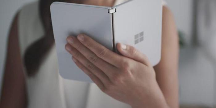 微软发布折叠屏手机Surface Duo:传言成真 体验如何?