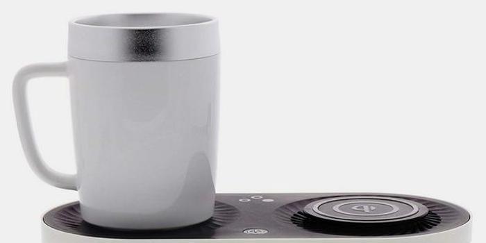 这款手机无线充能帮你热咖啡和冰镇饮料