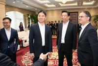 直击|京东与如意集团达成战略合作 刘强东出席(图)