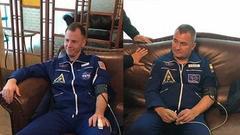 俄联盟飞船逃生宇航员获救后画面曝光:神态自若