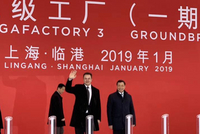 马斯克现身特斯拉上海工厂开工仪式 笑容满面(图)