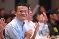 马云回忆当年学英语:正是老师的表扬为他树立了信心