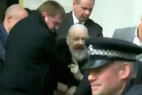 阿桑奇被捕 你还记得他的维基解密吗?