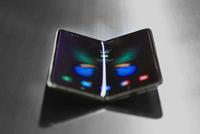 三星Galaxy Fold首发评测:弯的Phone能成手机未来吗
