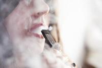成新烟民帮凶?监管落地前,电子烟还能野蛮多久?