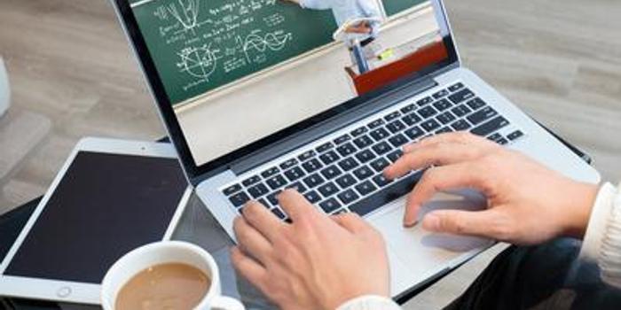 大學生上網課欠話費近700元:無線很慢只能用4G(視頻)