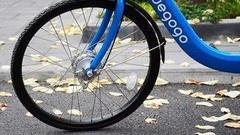 """图解:小蓝单车有望""""重生"""" 谁在为共享单车续命?"""