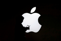 苹果从ARM聘用一名芯片设计师:拟降低对英特尔依赖