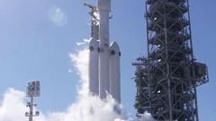 人类最强现役运载火箭猎鹰重型首飞成功!跑车飞上天