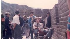 霍金30年前首次访华照片:坚持要登上长城