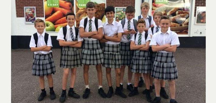 英国一中学不准穿短裤 男生改穿女裙