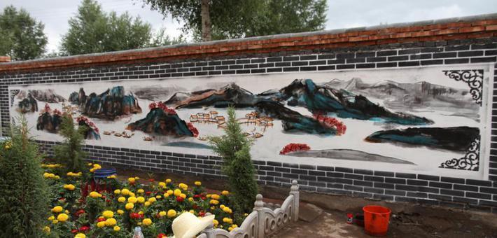 甘肃学子暑期手绘千米文化墙