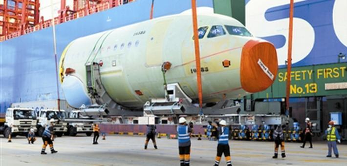 天津港接卸空客大部件 刷新纪录