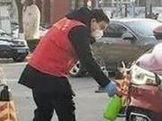 紧急!面包车失控 这位天津志愿者挺身而出