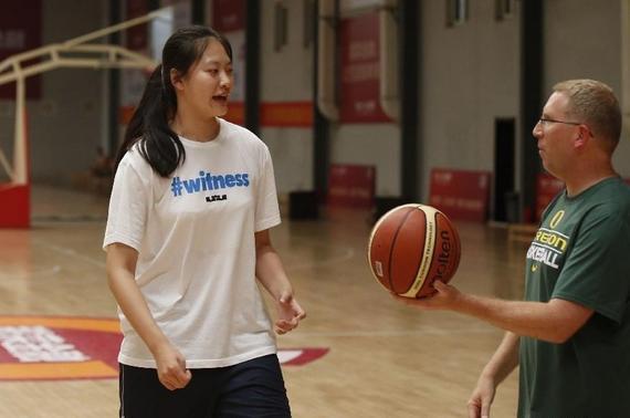 谌�h成女篮登岸NCAA榜首人