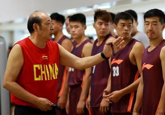 新疆男篮派出了代表前往寓目选秀锻炼营