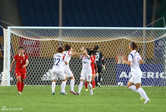韩国女足庆祝