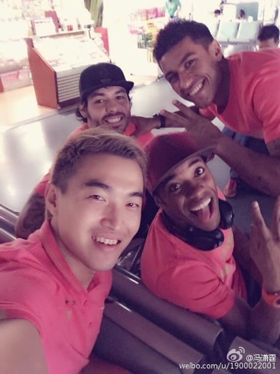 冯潇霆与三位巴西队友过七夕
