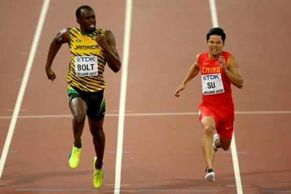 苏炳添和博尔特在世锦赛男子百米比赛中。