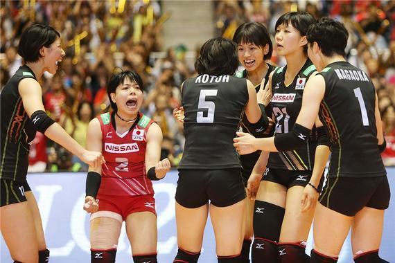 日本女排庆贺