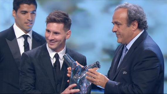 普拉蒂尼向梅西颁奖
