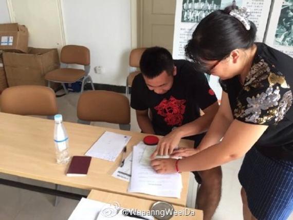 此前在网上爆出的唐子豪签约上海队的照片