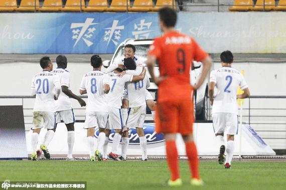 贵州人和球员落漠的背影,将来5轮,他们情势不容悲观