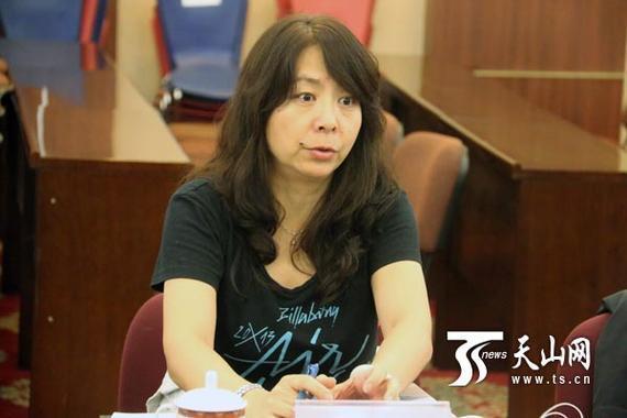 国度体育总局花滑部部长闫晓娟。
