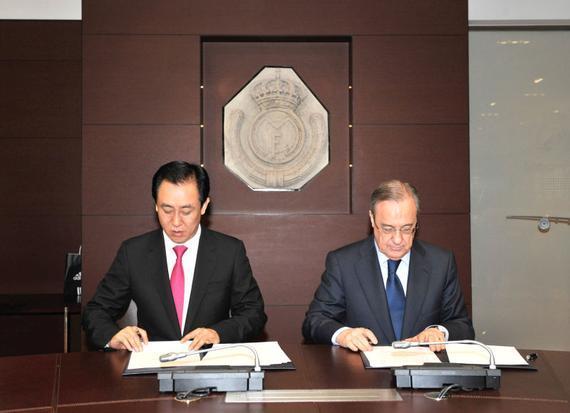 许家印与弗洛伦蒂诺签署恒大皇马深化战略合作协议