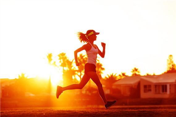 跑前热身很紧张。