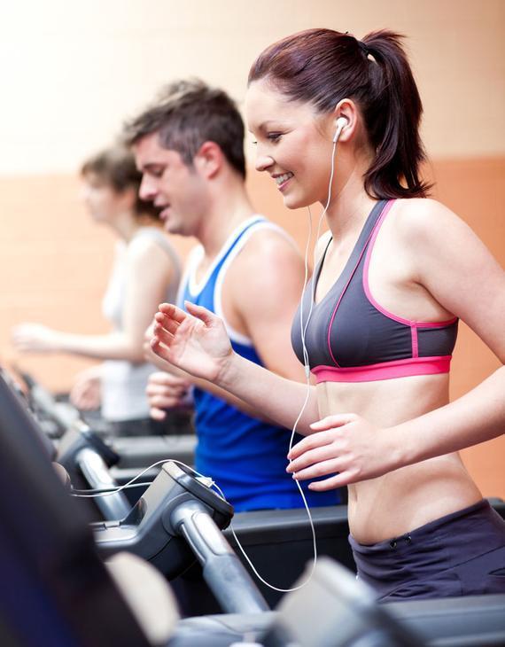 静止热囊括各多数会,交际媒体催热跑步风。