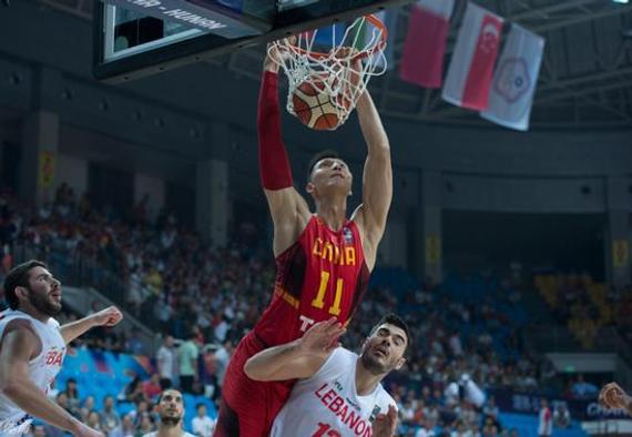 国家男篮在复赛第二轮中以90-72打败黎巴嫩