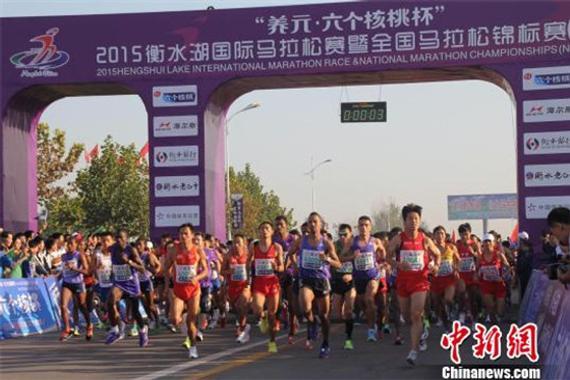 衡水湖国际马拉松赛 肯尼亚选手包揽男女冠军