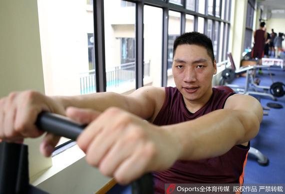 唐正东随佛山男篮训练