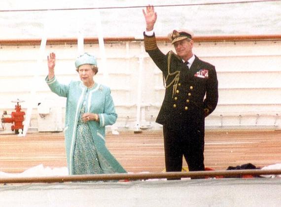 (1989年)英女王与菲利普亲王在赛场挥手请安